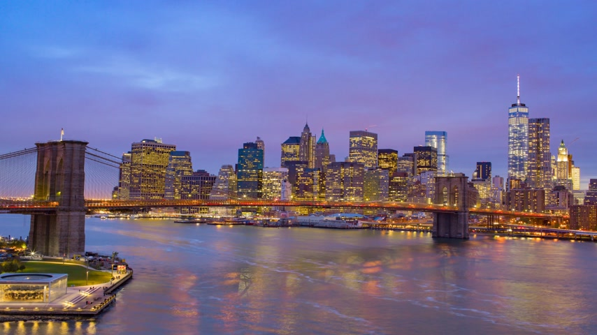 noite : Night view of Manhattan and Broolyn Bridge. New York City. Downtown.