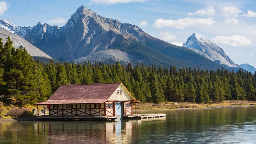 kanadai : House on the Maligne Lake