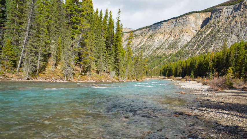 kanada : A mountain river in Canada