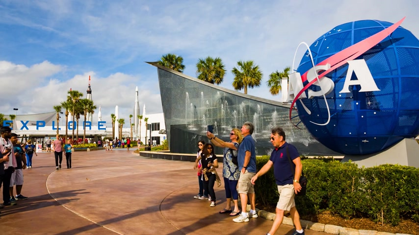 roket : Cape Canaveral, Florida, USA - DEC, 2016: People taking photo at Nasa globe in Kennedy Space Center. United States.