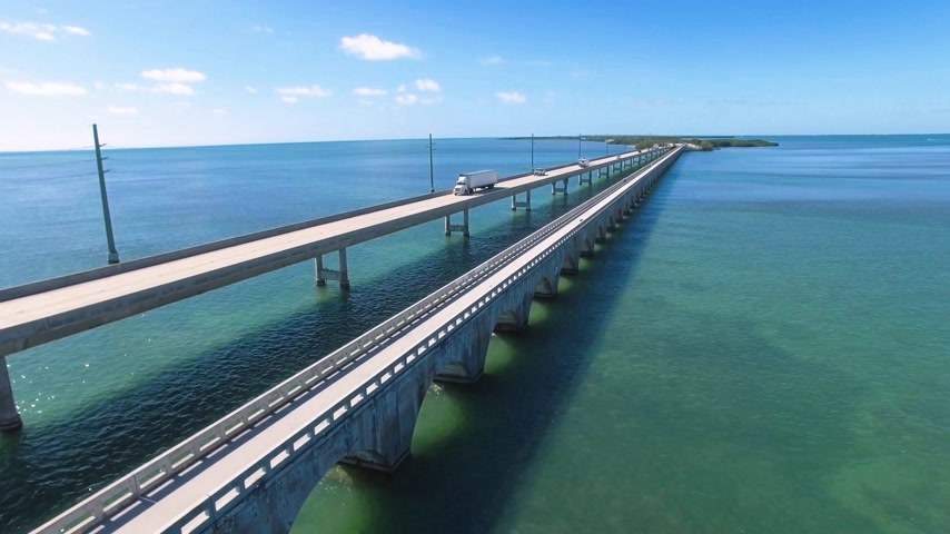 batı : Aerial view along the seven mile bridge of US1 to the florida keys