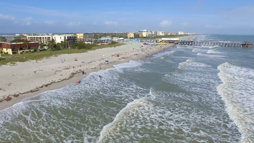 какао : Daytime Cocoa Beach Pier aerial video, Cape Canaveral, Florida