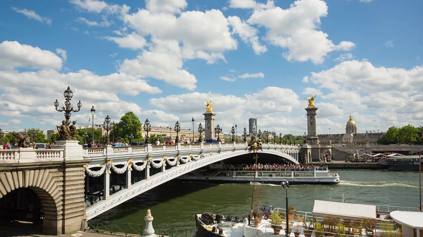 cártula : Paris, France - JUNE 09, 2017 Alexander III bridge at daytime