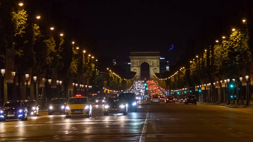arch of triumph : PARIS, FRANCE - JUNE 10, 2017: A trafic on Chaps Elysees at night with triumphal arch on background Stock Footage