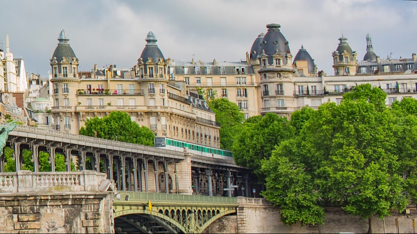 demiryolu : PARIS FRANCE, JUNE 12, 2017: Metro train on the pont de Bir Hakeim bridge Stok Video