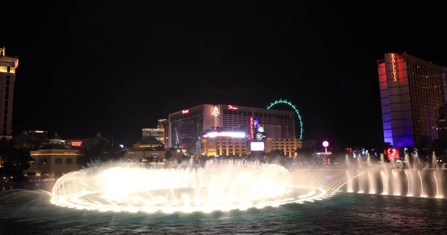 bellagio : LAS VEGAS, NEVADA - JANUARY 03, 2018: Bellagio fountain at night during fountain show