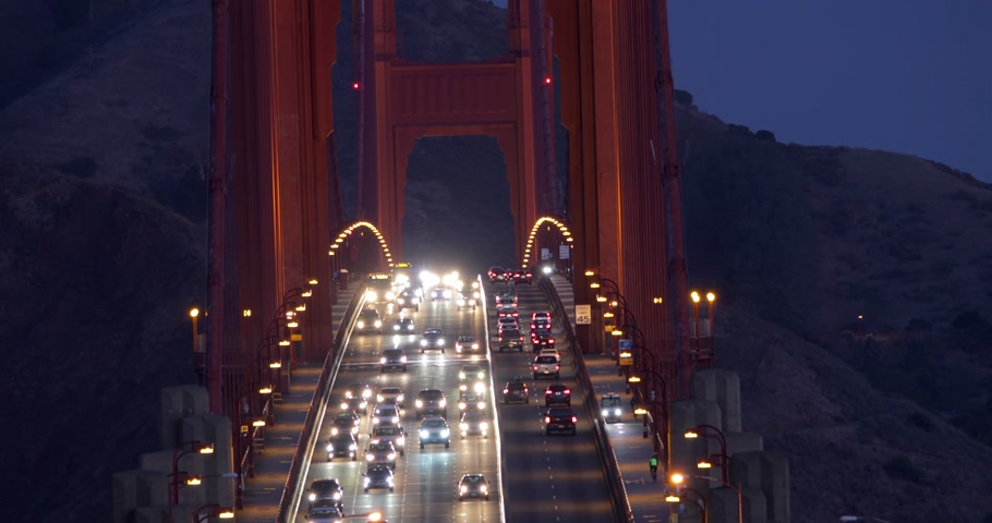 Heavy traffic in the morning on Golden Gate Bridge, connecting San Francisco to Marin County. Стоковые видеозаписи