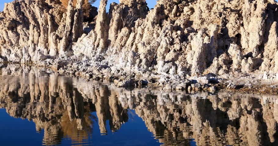 Mono lake tufas with reflection in calm water close-up on sunrise. Стоковые видеозаписи