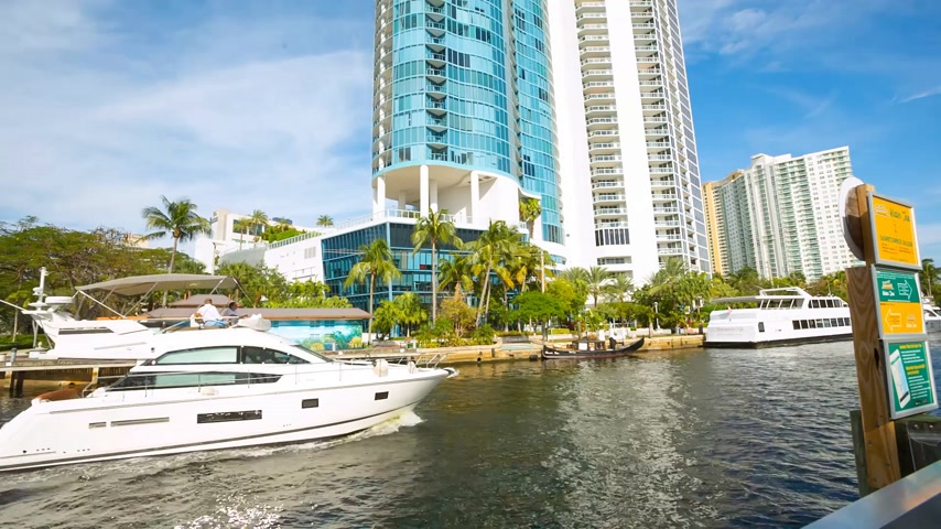 Vista sullo skyline di Fort Lauderdale lungo New River Filmati Stock