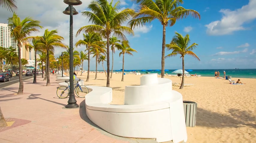 People having a rest on the Fort Lauderdale beach and walking on seafront. Стоковые видеозаписи