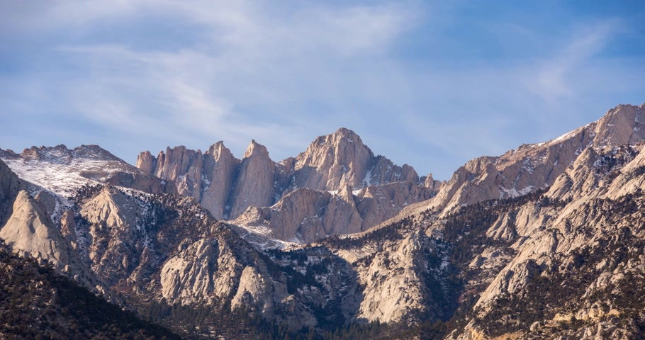 piskopos : Mount Whitney timelapse view on sunrise at Alabama Hills, Eastern Sierra Nevada Mountains, Lone Pine, California, USA.