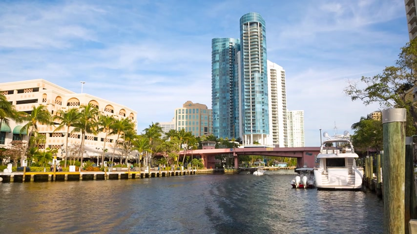 water taxi : Fort Lauderdale skyline view along New River