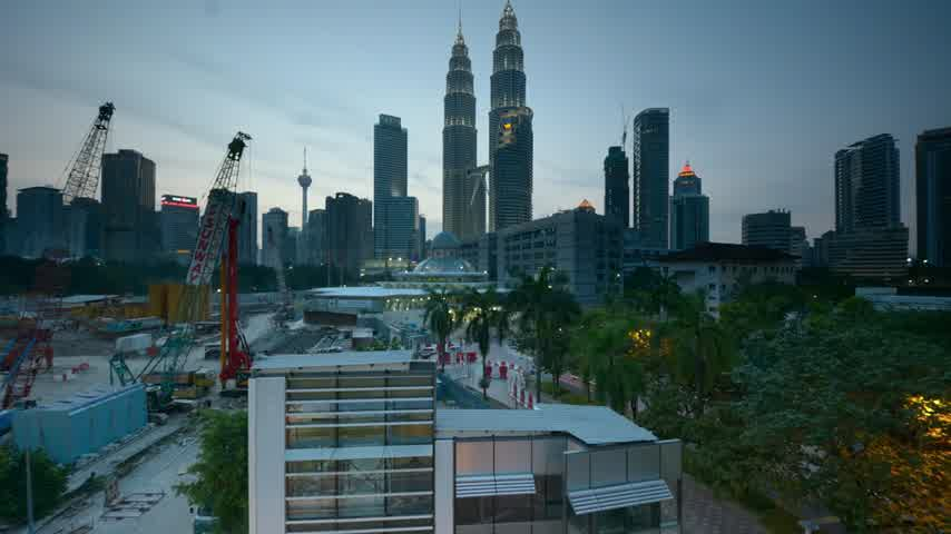 malajské : Moving clouds over Kuala Lumpur city at evening Dostupné videozáznamy