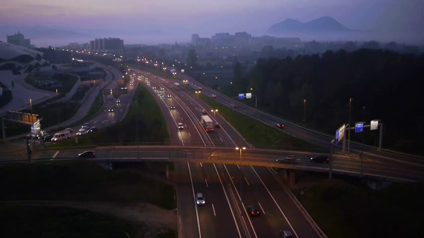 atividades : Detail aerial view over urban freeway traffic at dusk time