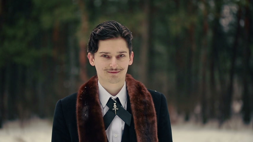 bogaty : Stylish Man Smiling in the Snow