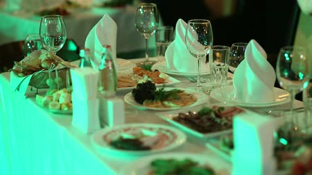 banquete : Table On Celebration - Glasses, Plates