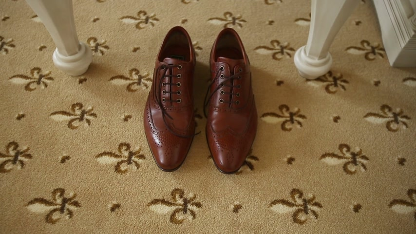 öv : Brown Shoes