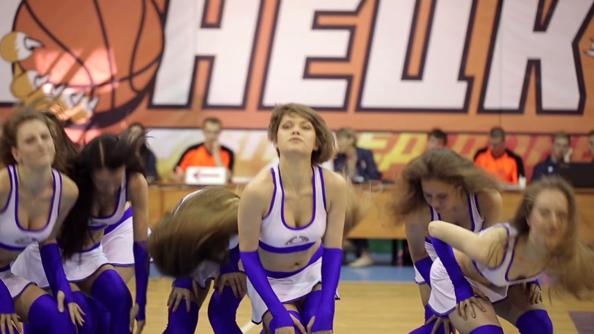 sampiyonlar : DONETSK, UKRAINE- 14 June 2014: Cheerleaders dancing at basketball game