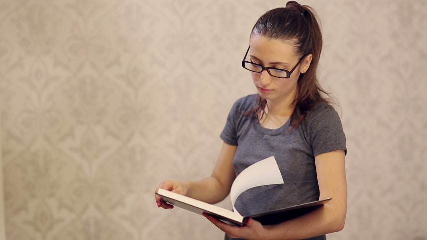 livro : Woman Reading a Book