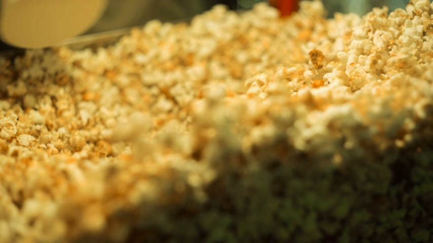 pipoca : Selling Popcorn at cinema Stock Footage