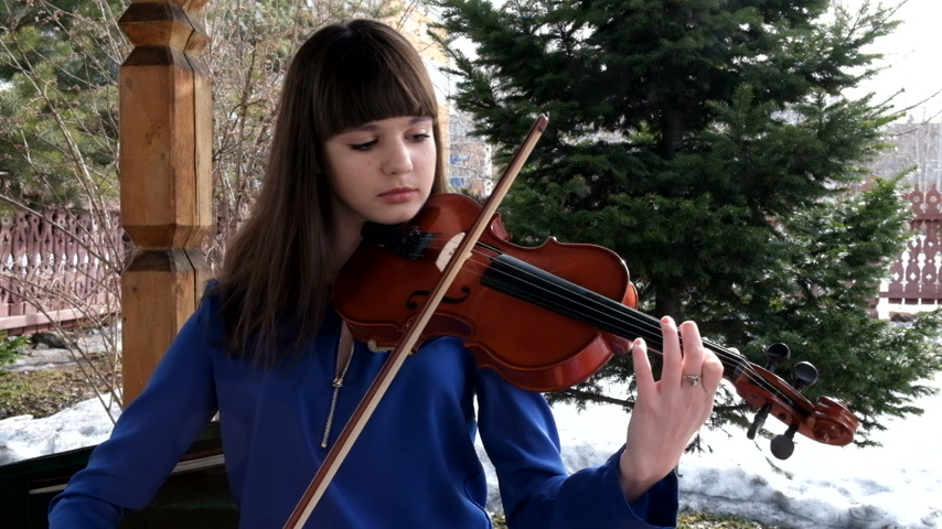 houslista : Beautiful girl playing violin