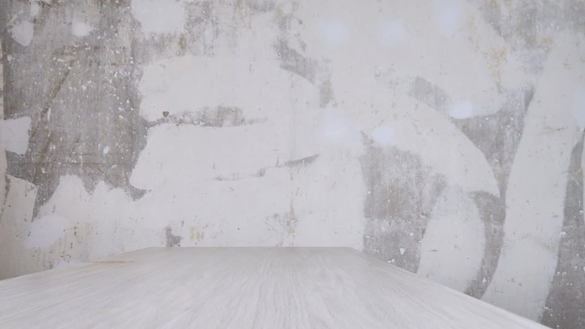 více barevné : Girl in white sweater comes to wooden table and puts purple water bottle. Faceless Shooting. Drink more water concept, healthy lifestyle Dostupné videozáznamy