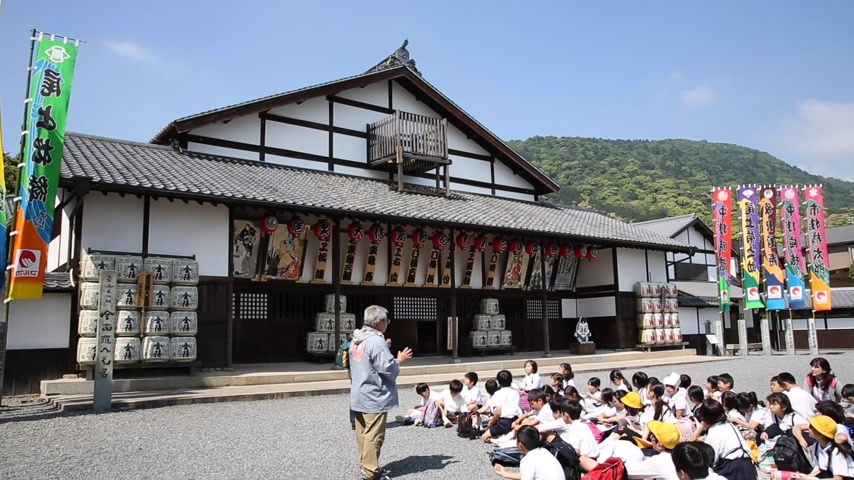 edo : KAGAWA JAPAN MAY 8 2014: Excursion of an Japanese elementary school Observation of important historical building. Stock Footage