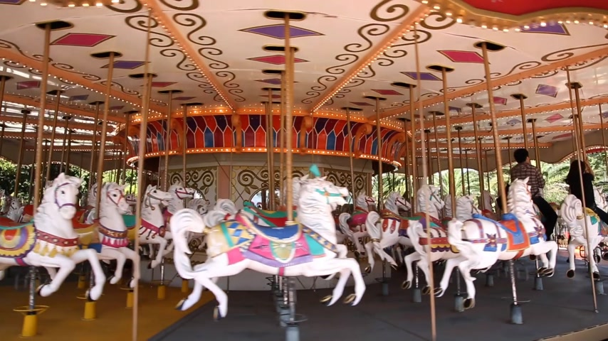 gidip : carousel merry go round park attraction Stok Video