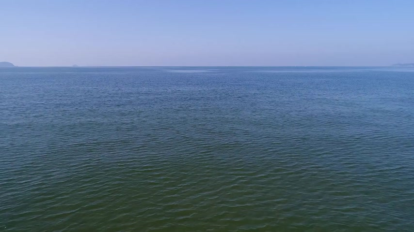 avançar : aerial drone flying, aerial view, advance in of calm, blue sea Stock Footage