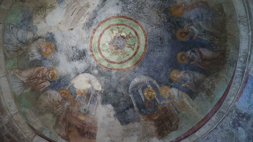 祭壇 : Fresco on the dome of the altar, scene of the communion. Jesus Christ gives his apostles bread and wine. Saint Nicholas church in Demre, Turkey. 動画素材
