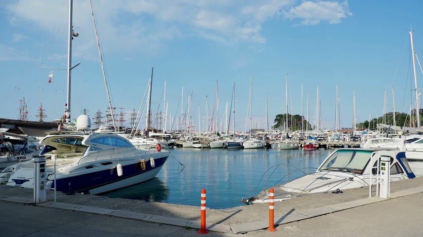 lanoví : KEMER, TURKEY - May 13, 2018. Many yachts moored to the pier in port of Kemer town. Dostupné videozáznamy