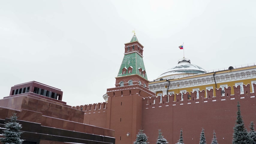 lenin : View on Kremlin Senate, Senate tower and Lenins Mausoleum on Red Square. Moscow, Russia. Stock Footage