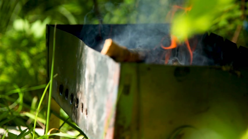 lenha : Firewood burning in grill. Preparing for cooking barbecue, Summer sunny day. Vídeos