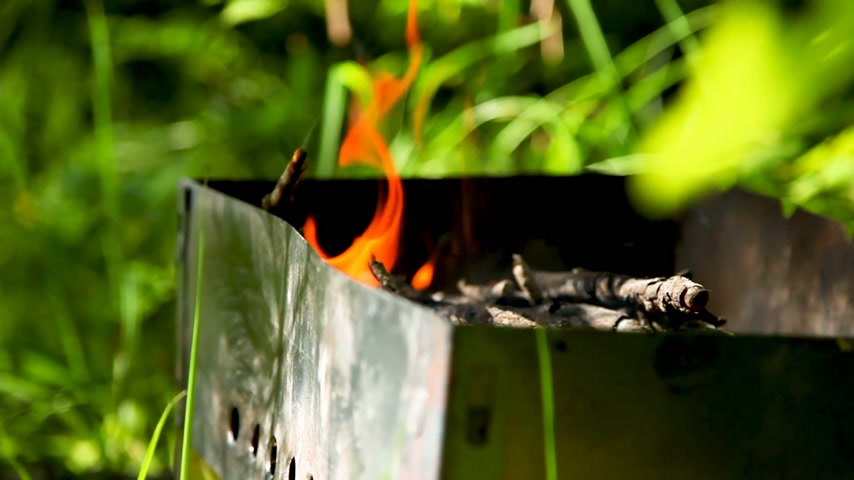 tűzifa : Firewood burning in grill. Preparing for cooking barbecue, Summer sunny day. Stock mozgókép