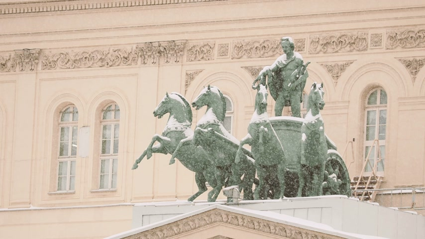 alegorie : Bronze sculpture of god Apollo on quadriga of his muses on Bolshoi Theatre. Moscow, Russia.
