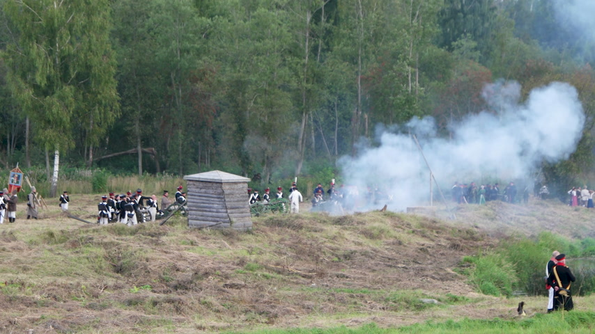 rytíř : BORODINO, RUSSIA - September 02, 2017 - Reenactment of the battle of Borodino (the Patriotic war of 1812 year). Tourists watch the performance from from the fenced places.