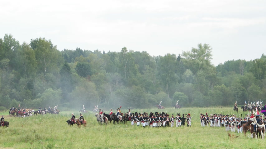 大砲 : BORODINO, RUSSIA - September 02, 2017 - Reenactment of the battle of Borodino the Patriotic war of 1812 year . Tourists watch the performance from from the fenced places. 動画素材
