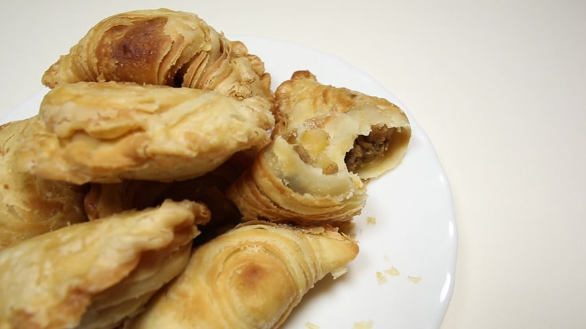 fuvalom : Malaysian favourite snack, curry puff on a white plate