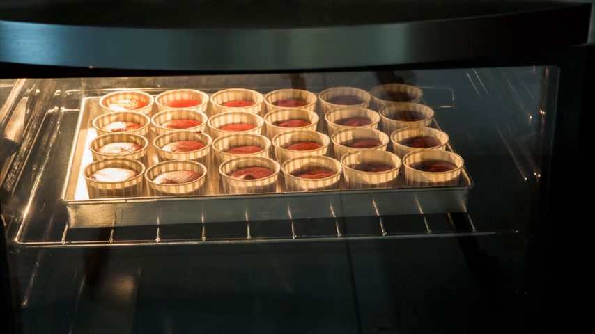 fırınlama : Cupcakes baking in the oven time lapse