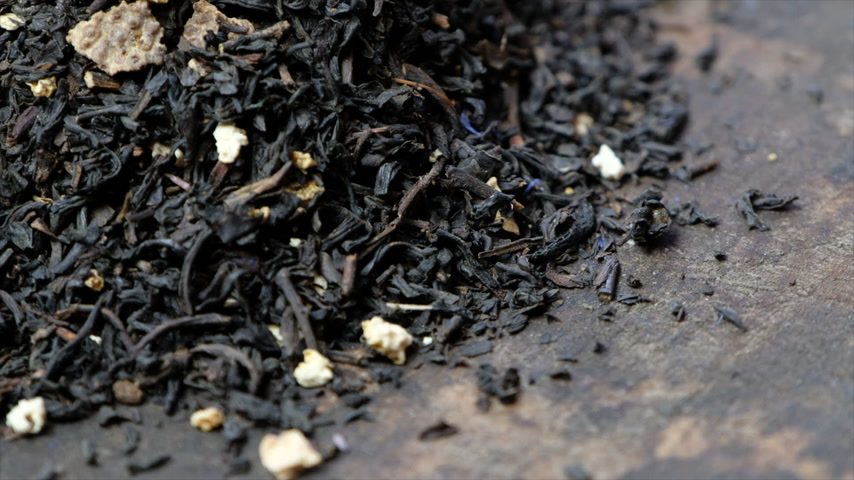 антиоксидант : Rotating loose earl grey black tea leaves. Стоковые видеозаписи