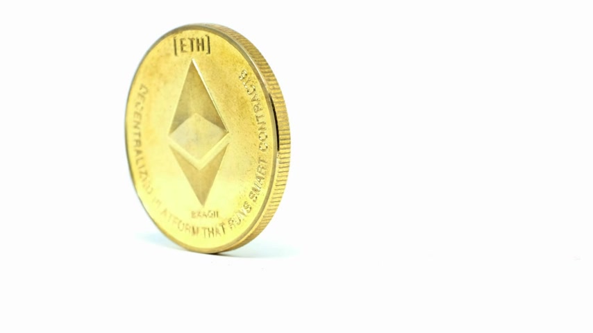 Moneda Ethereum girando sobre fondo blanco Archivo de Video
