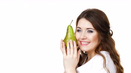 груша : Woman holding pear fruit, isolated. Healthy diet.