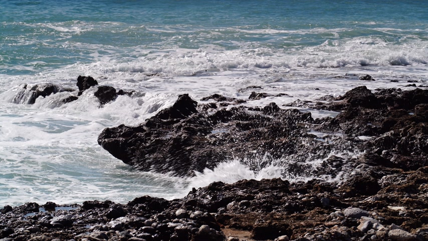 seixos : Sea waves and stone rocky shore