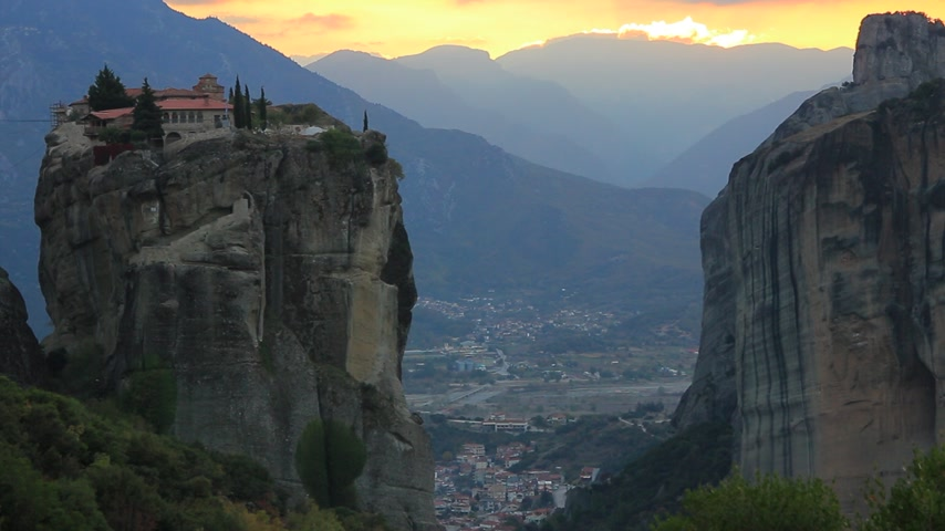 kalambaka : Sunset over Trinity monastery in Meteora, Greece