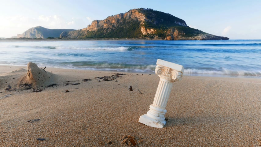 archeologie : Greek column on beach sea shore