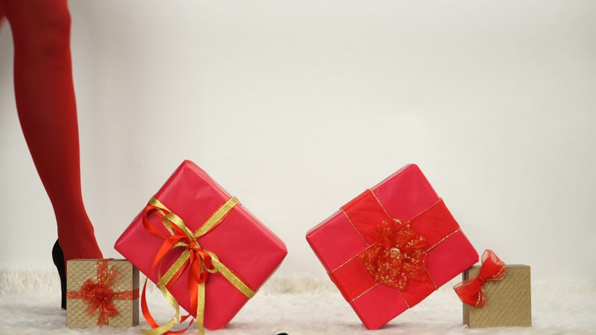 külotlu çorap : Woman in high heels shoes and red pantyhose with gifts presents boxes. Christmas season. 4K ProRes HQ codec.
