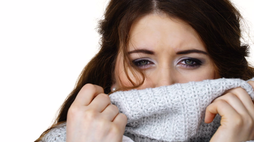 svetr : Sick freezing woman sneezing in tissue