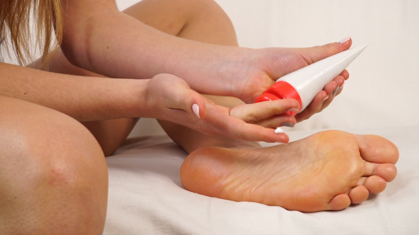 melisa : Woman girl applying moisturizing cream. Skincare. Closeup of female feet. Beauty treatment. 4K ProRes HQ codec