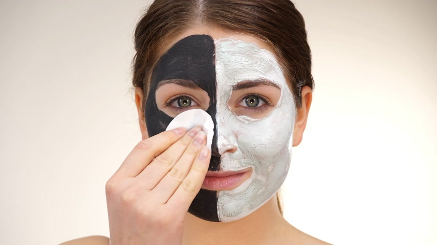 remover : Girl with black white mud mask on face Vídeos