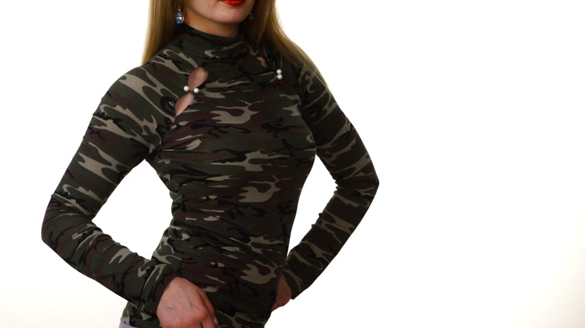 khaki : Female model wearing camo pattern top